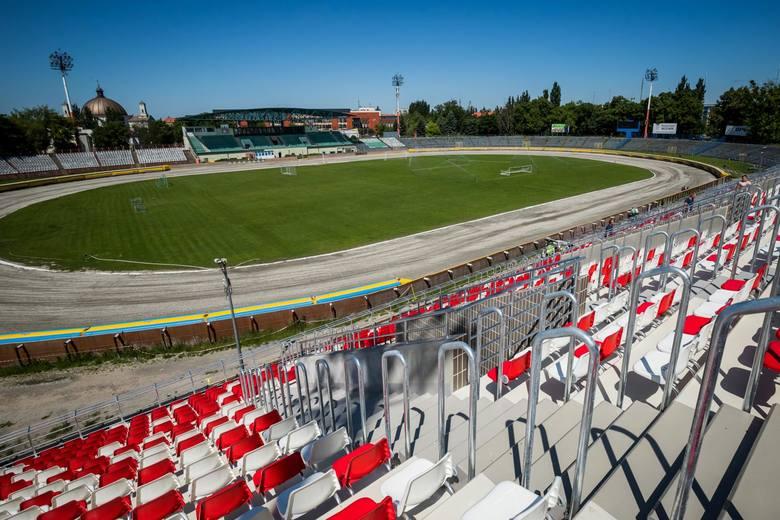 Stadion Polonii Bydgoszcz już gotowy. Remont trybuny (przeciwległej do trybuny głównej), parkingu żużlowego i całego zaplecza już się zakończył. Jakie