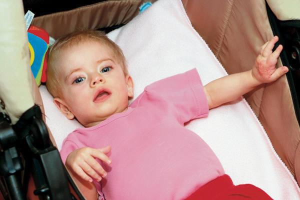 Lila ma za sobą 10 poważnych operacji. Jest jednak pogodnym i spokojnym maluszkiem.