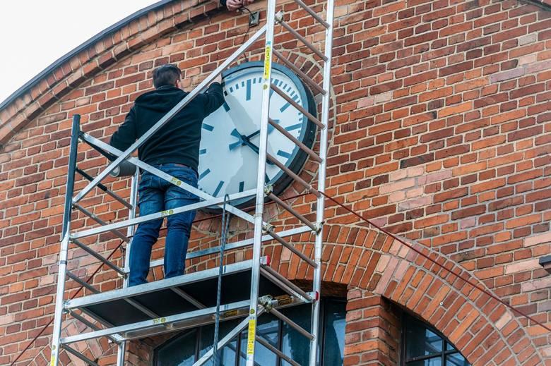 Legendarny zegar na Rozbarku znów działa. Zobacz kolejne zdjęcia >>>