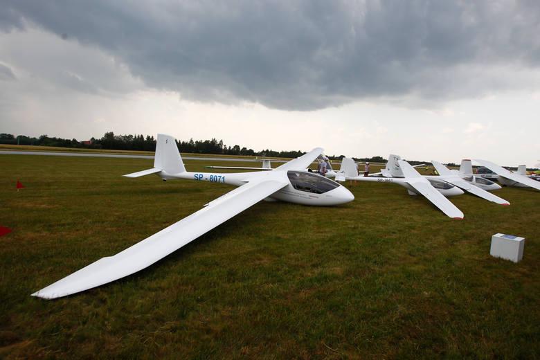 Setki osób pojawiło się dziś na lotnisku w Jasionce, by wziąć udział w jednej z najciekawszych imprez tego weekendu - II Podkarpackich Pokazach Lotniczych.
