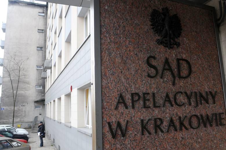Prokuratura postawiła zarzuty udziału w gangu 18 pracownikom Sądu Apelacyjnego w Krakowie
