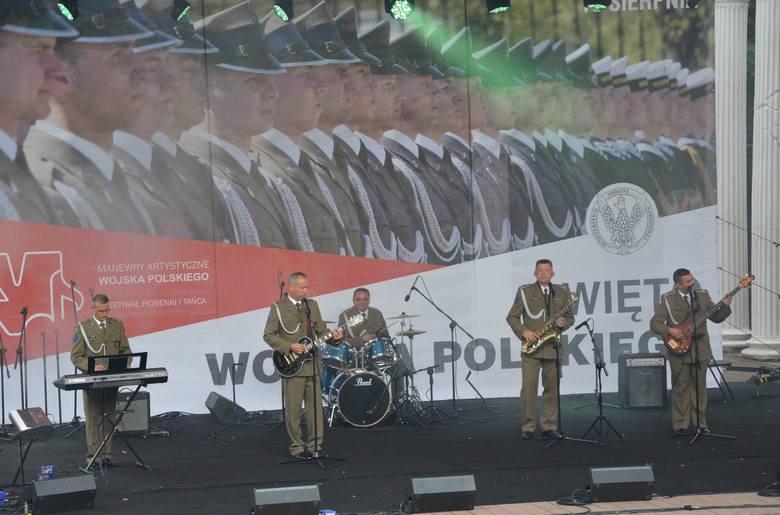 W Festiwalu Piosenki i Tańca w ramach Manewrów Artystycznych Wojska Polskiego 2016 wzięło udział 180 wykonawców i instruktorówz klubów jednostek wojskowych