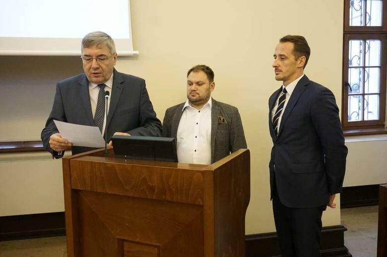 Rotę ślubowania odczytał przewodniczący Grzegorz Ganowicz. Ślubowanie składali radni Koalicji Obywatelskiej: Tomasz Stachowiak i Grzegorz Jura