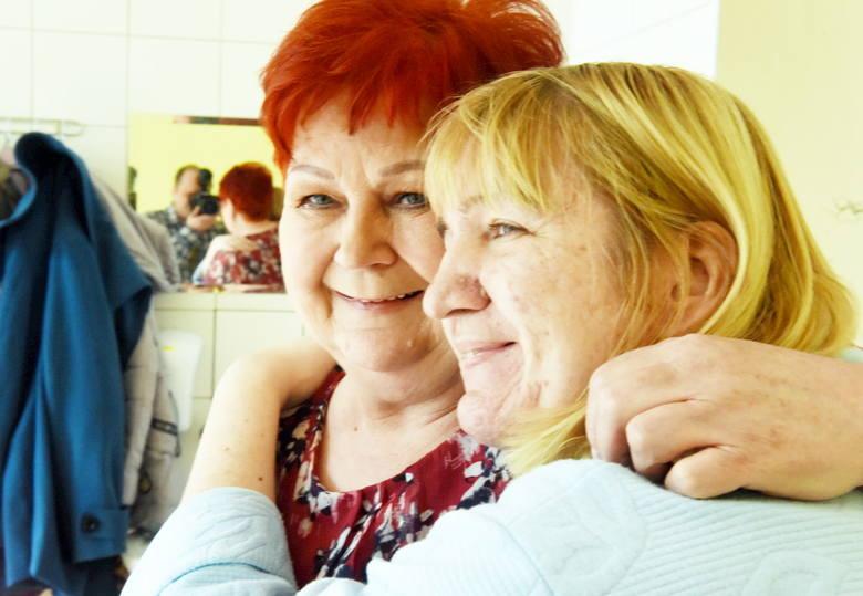 Zofia Dybka z operowaną córką Jolantą