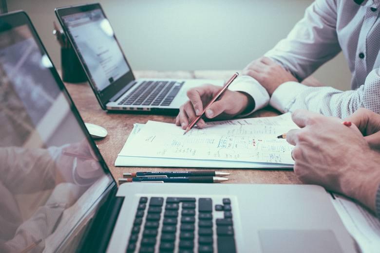 laptop, praca, online, papiery, dokumenty, wniosek