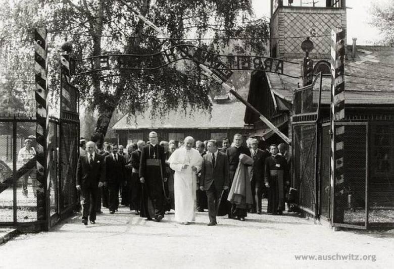 Nawiedzenie byłego hitlerowskiego obozu zagłady Auschwitz-Birkenau było w programie szóstego dnia pierwszej pielgrzymki Jana Pawła II do Polski – 7 czerwca 1979