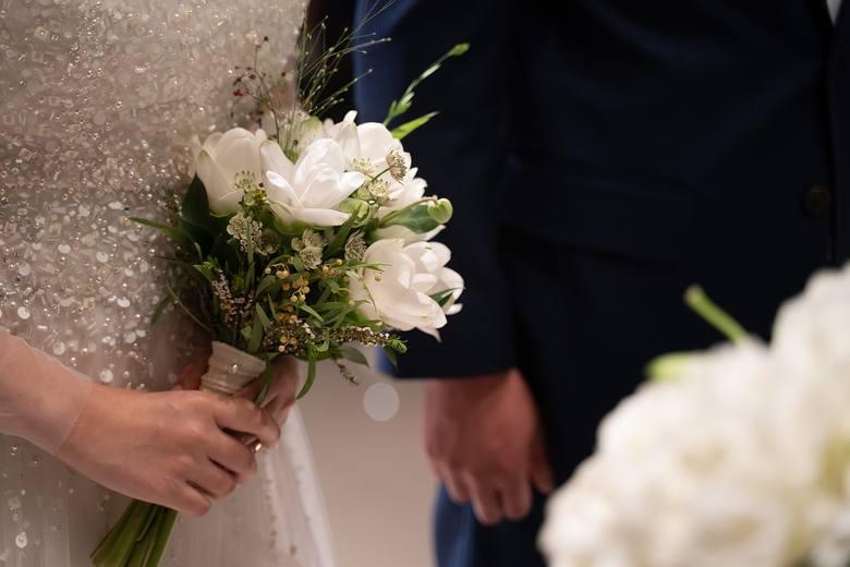 Najnowsze łagodzenie obostrzeń daje nadzieje młodym parom, że uda im się zorganizować swoje wesele. Już od 15 maja będzie można organizować je na świeżym