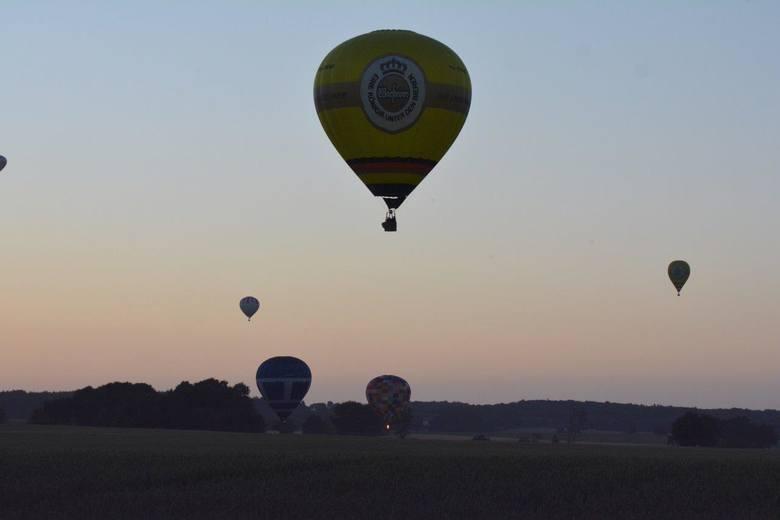 Za względu na trudne warunki pogodowe oraz późną porę, piątkowy lot balonów nie należał do najdłuższych. Większość statków powietrznych przed godziną
