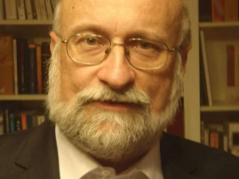 Dr hab. Piotr Błędowski, prof. SGH jest dyrektorem Instytutu Gospodarstwa Społecznego tej uczelni, zajmuje się polityką społeczną, sytuacją życiową ludzi