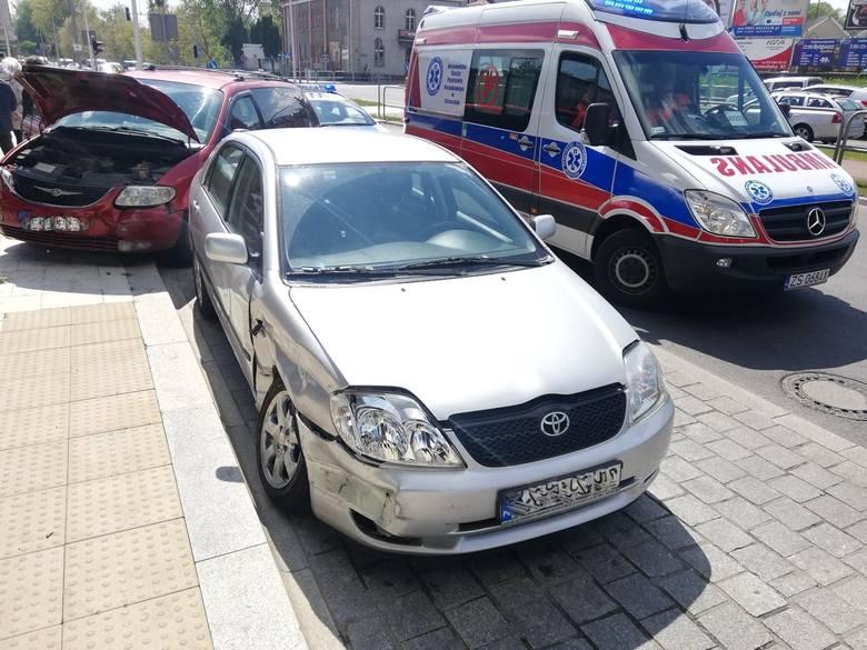 W piątek przy al. Armii Krajowej w Koszalinie doszło do zderzenia dwóch samochodów osobowych.Kierujący Toyotą wymusił pierwszeństwo na prawidłowo jadącym