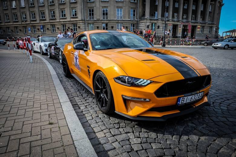Te auta zrobiły furorę podczas rozpoczęcia białostockich juwenaliów. Więcej zdjęć z parady znajdziecie w artykule: Juwenalia 2019 Białystok