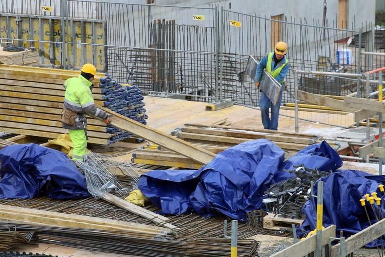 Jak podaje Okręgowy Inspektorat Pracy w Bydgoszczy, w 2020 r. doszło do 130 wypadków przy pracy, w tym 12 było śmiertelnych, a 43 zakończyły się ciężkimi