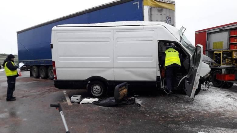 Wypadek na A2. Tir zderzył się z busem. Zablokowana droga. Utrudnienia na A2