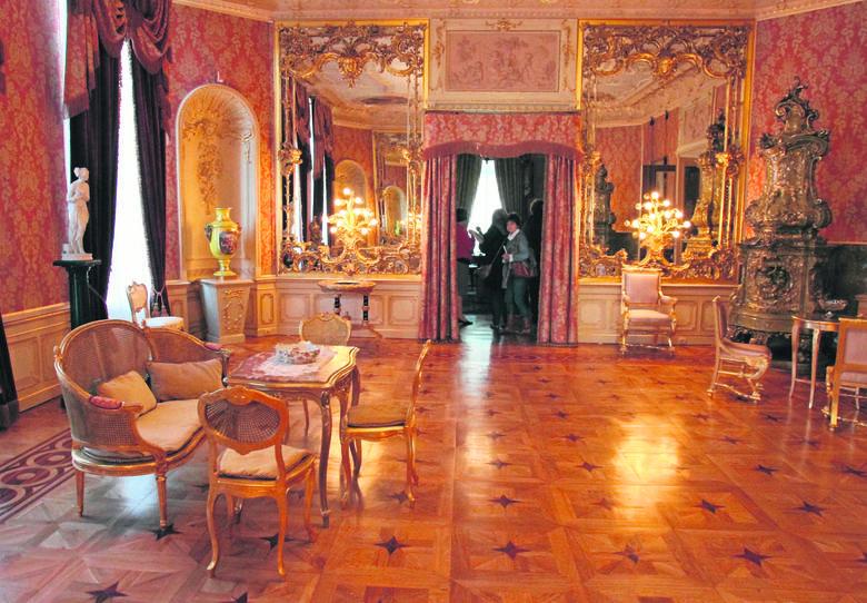 Pałac Herbsta niedawno został wyremontowany. Dzisiaj mieści się tu muzeum. Na zdjęciu: jedna z pięknych sal