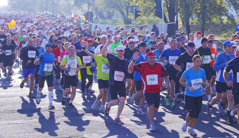 Maratony uprawia wielu biegaczy, ale wyczyn Hiszpana jest niebywały