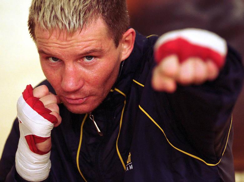 15 lat temu (w 2003 roku) walczył w niemieckim Essen z Uzbekiem Arturem Grigorianem o pas mistrza świata WBO w wadze lekkiej. Był zdecydowanie lepszy,