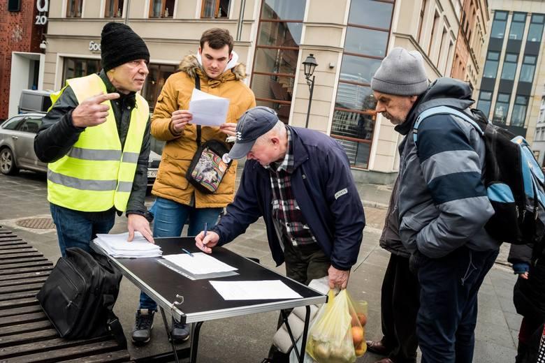 W sobotę na ul. Mostowej w Bydgoszczy odbył się protest przeciwko mowie nienawiści, która w ostatnim czasie coraz częściej pojawia się w internecie,