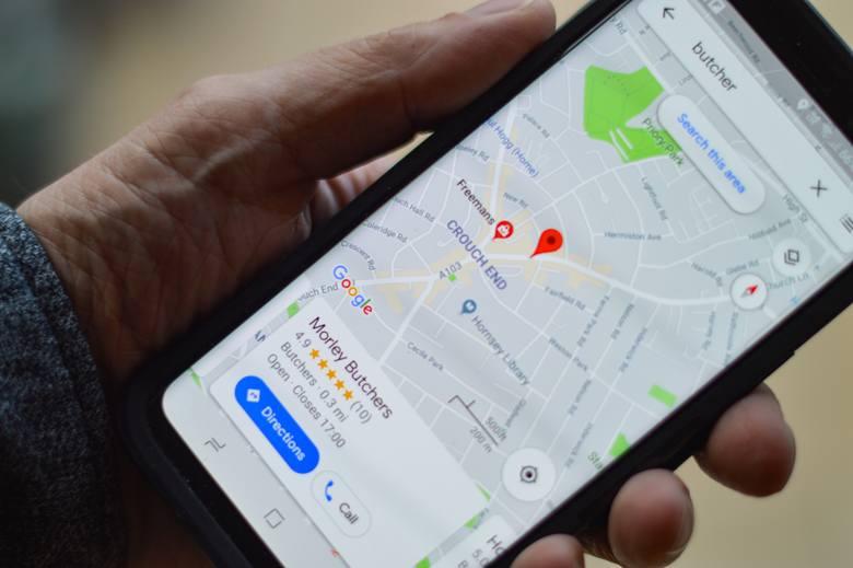 Nowa funkcja Google Maps jest już dostępna w Polsce! Live View to nowa funkcja map Google wykorzystująca rozszerzoną rzeczywistość. W założeniu ma pomóc