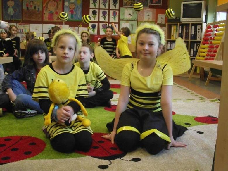Radosne pszczółki fruwały po szkole