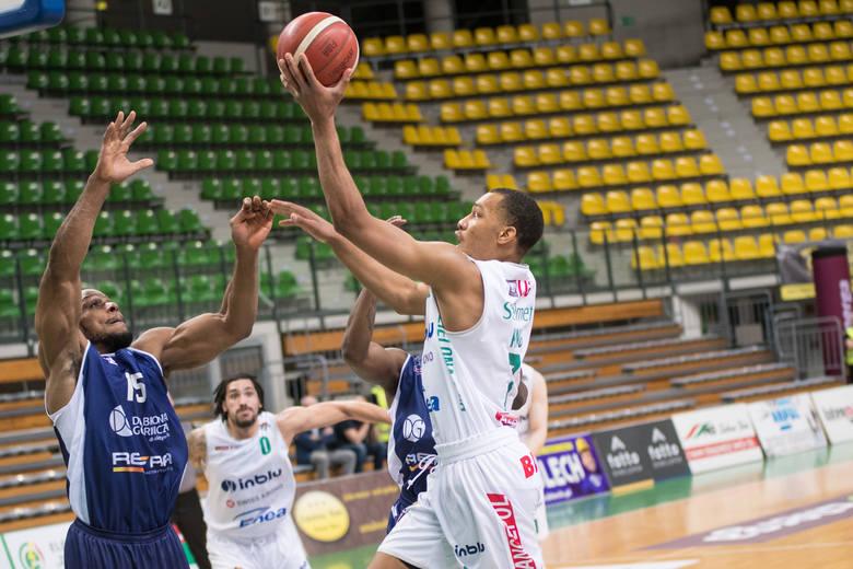 Koszykarze Stelmetu Enei BC przy pustych trybunach pokonali MKS Dąbrowa Górnicza.