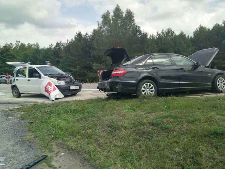 Ploski. Wypadek na DK 19. Karambol czterech aut. Trwa akcja ratunkowa