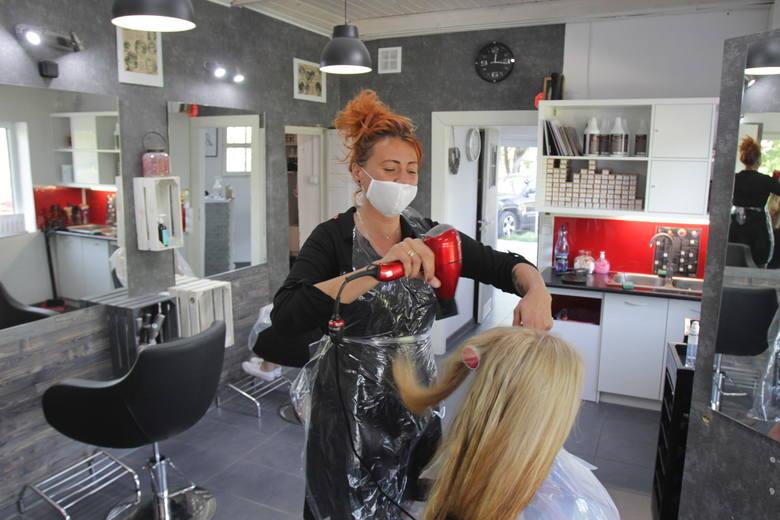 Zakład fryzjerski przy ul. Kieleckiej w Sosnowcu już działa. Zobacz kolejne zdjęcia. Przesuwaj zdjęcia w prawo - naciśnij strzałkę lub przycisk NAST