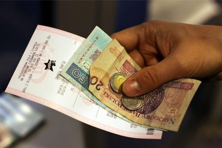 Losowania Lotto i Lotto Plus odbywają się we wtorki, czwartki i soboty o godz. 21:40.