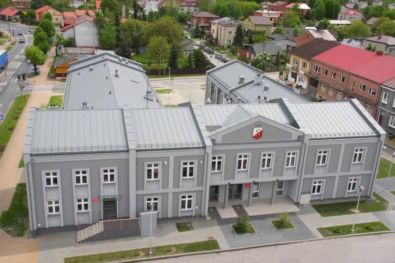 27 maja 1990 roku odbyły się  pierwsze wybory do samorządu terytorialnego w Polsce, po 40 latach przerwy. W Zwoleniu wybieraliśmy Radę Miejską, która