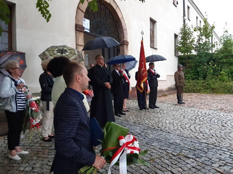 W miniony poniedziałek, 9 września, w Kielcach przy ulicy Zamkowej odbyły się uroczystości patriotyczno-religijne z okazji 80. rocznicy masakry, która