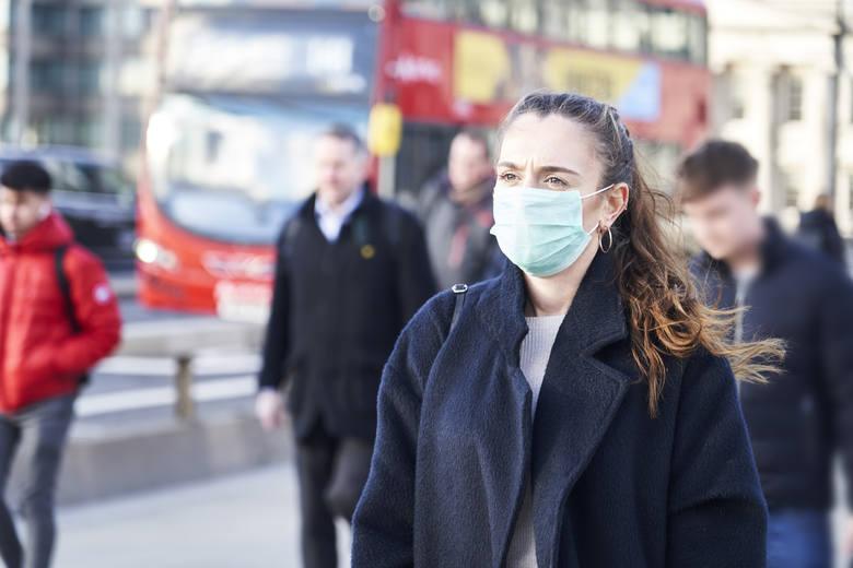 Luzowanie obostrzeń na świecie: jak Polska wypada na tle innych krajów? Życie w cieniu pandemii koronawirusa wchodzi w nowy etap
