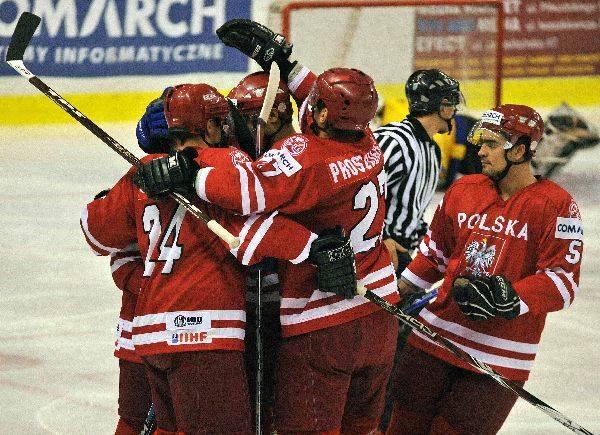 Hokej: Polska - RumuniaW Sanoku Polacy latwo wygrali z Rumunią. Ale dopiero niedzielny mecz Polski z Japonią zadecyduje o awansie którejś z tych druzyn