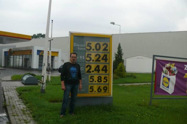 Pan Dariusz jest zaniepokojony wzrostem cen paliw. Ma jednak nadzieję, że niedługo sytuacja zmieni się na lepsze. Fot. Bartosz Oszczepalski
