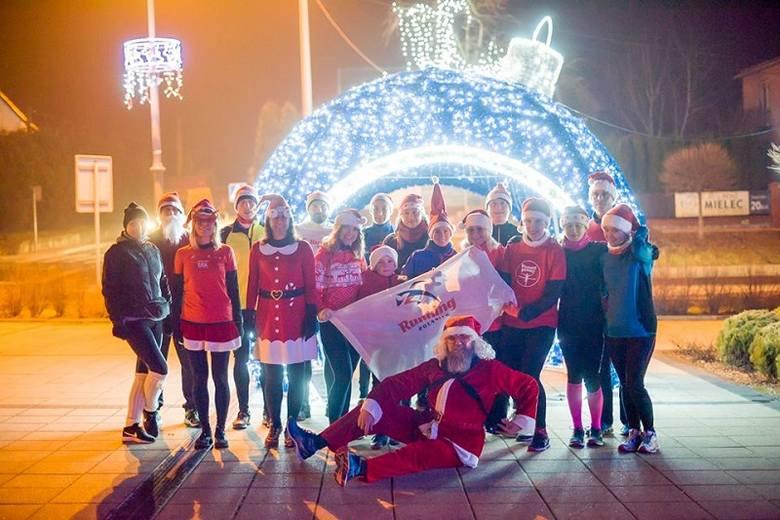 Grupa miłośników biegania na sportowo obchodziła tegoroczne Mikołajki w Połańcu. Wieczorem 6 grudnia grupa Running Połaniec zorganizowała Połaniecki