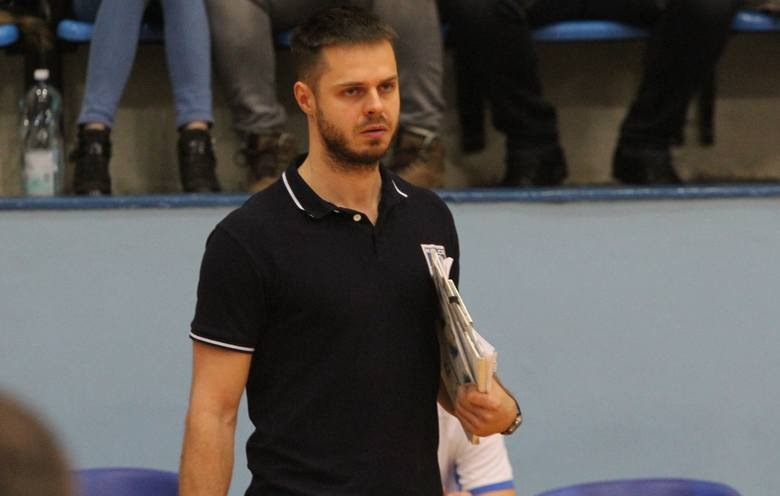 Trener Mateusz Grabda