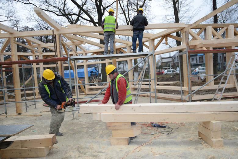 10. (ex aequo) robotnicy budowlani – budownictwo, zwłaszcza infrastrukturalne (drogi, mosty, tory) ma pieniądze, dobrą pogodę i działa w miarę normalnie;