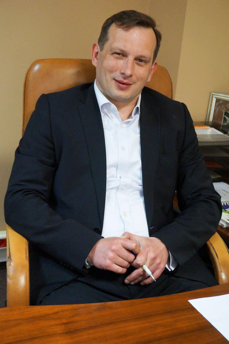 Jacek Roleder, nowy tymczasowy szef szpitala w Łomży Jacek Roleder pełnił m.in. funkcję dyrektora Podlaskiego Oddziału Narodowego Funduszu Zdrowia oraz