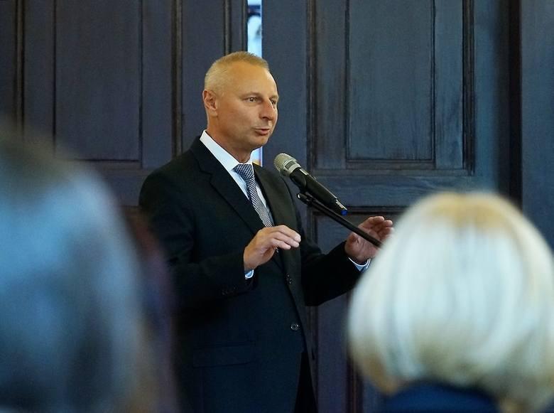 Nagrody dla zdolnych inowrocławskich uczniówZdolnym uczniom gratulacje złożył prezydent Ryszard Brejza