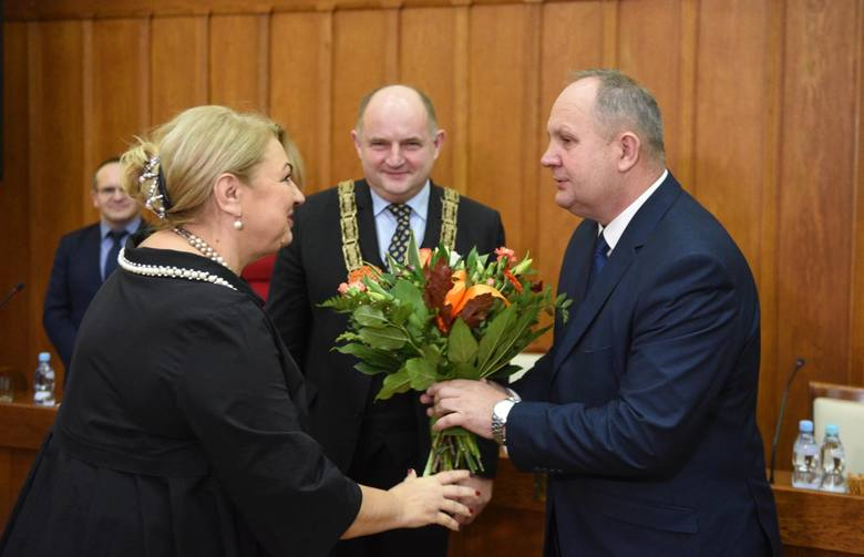 Sejmik zdecydował: Elżbieta Piniewska - przewodniczącą sejmiku, a Zbigniew Sosnowski - wicemarszałkiem.