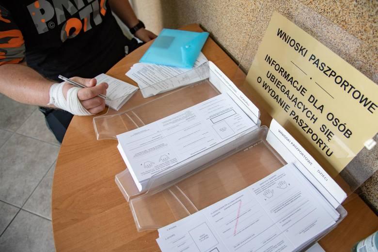 Mieszkańcy regionu coraz więcej podróżują. Świadczy o tym liczba wniosków o paszporty. W regionie do końca maja ubiegało się o ten dokument 39 tys. osób.Choć