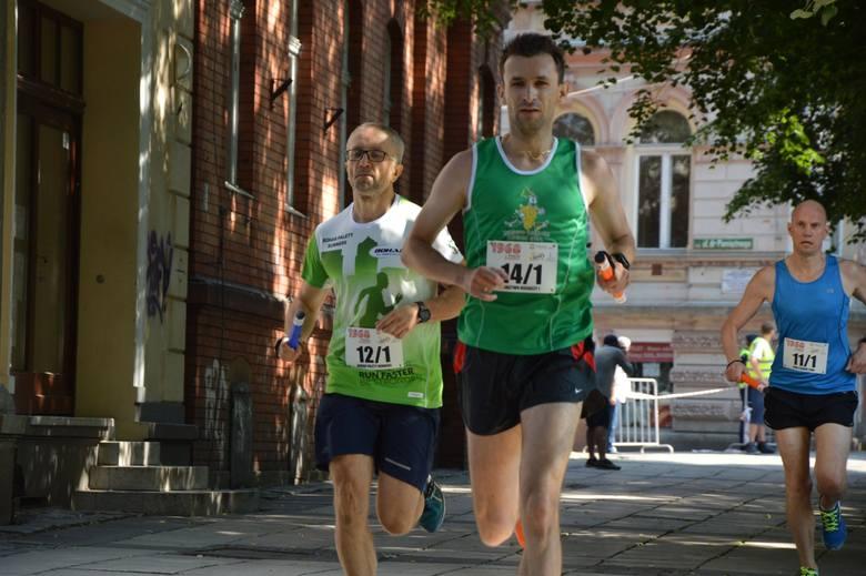 27 maja jest ważnym dniem, dla zielonogórzan, zwłaszcza dla tych którzy pamiętają Wydarzenia Zielonogórskie 1960. Podczas uroczystych obchodów, w których uczestniczył prezydent  Andrzej Duda, odbył się bieg będący jednocześnie pierwszym punktem uroczystości.<br /> <br /> Pętla biegu liczyła 980...