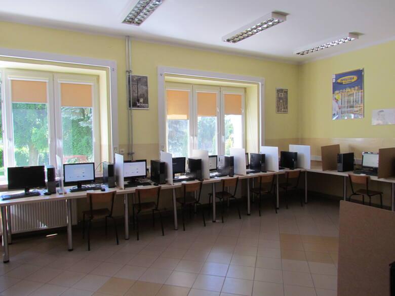 Sala przygotowana na rozpoczęcie egzaminu.