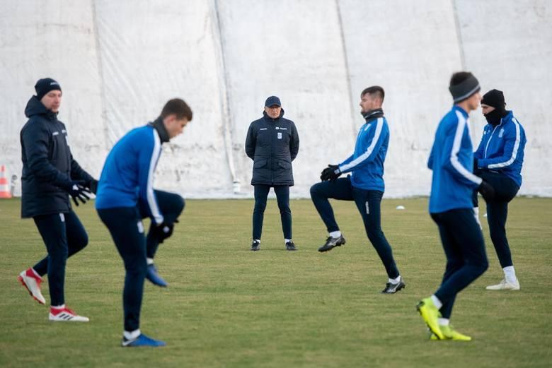 Adam Nawałka na razie przygląda się wszystkim piłkarzom Lecha, także tym młodym.