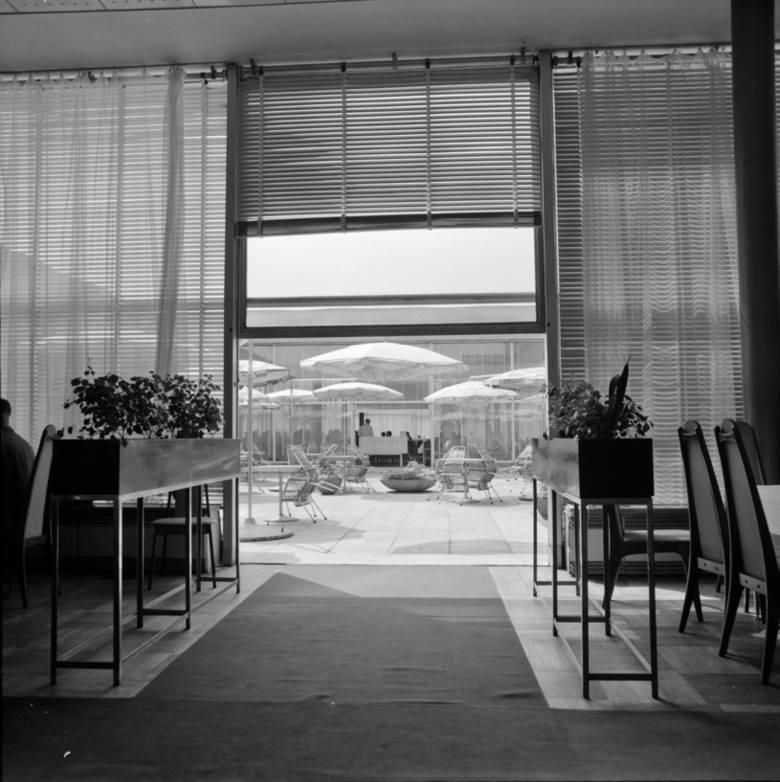 Wnętrze Hotelu Cracovia - z widokiem na taras