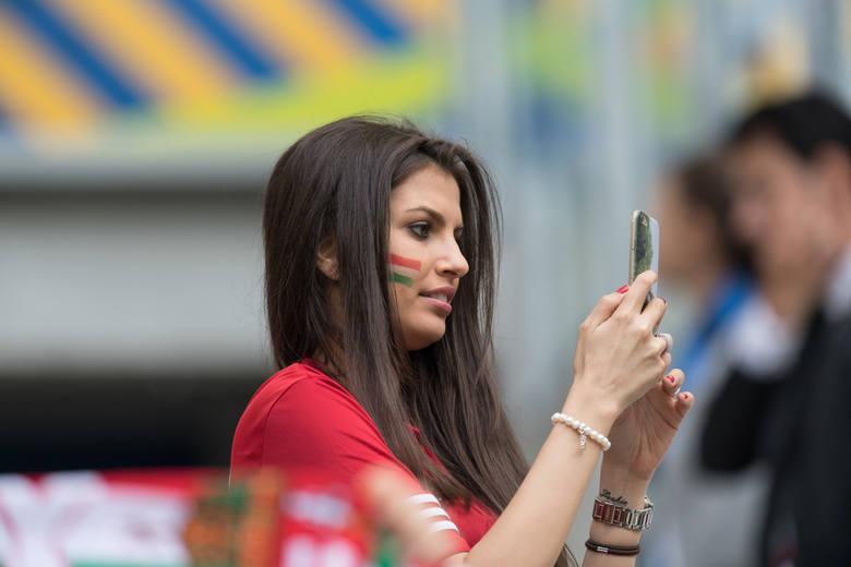 Miss Euro 2016. Fanka reprezentacji WęgierZOBACZ TEŻ:* Miss MŚ 2014: Najładniejsze kibicki mundialu w Brazylii [ZDJĘCIA]* WAGs na Euro 2016: One wspierają