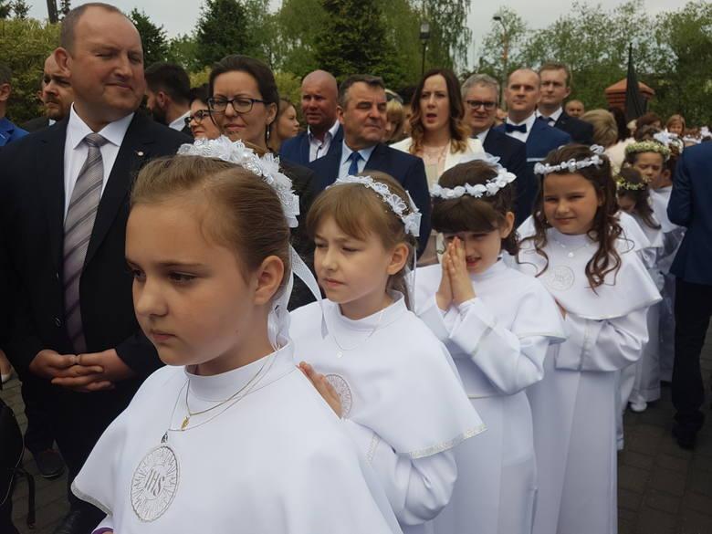 Pierwsza komunia święta w kościele na os. Zadębie [ZDJĘCIA]