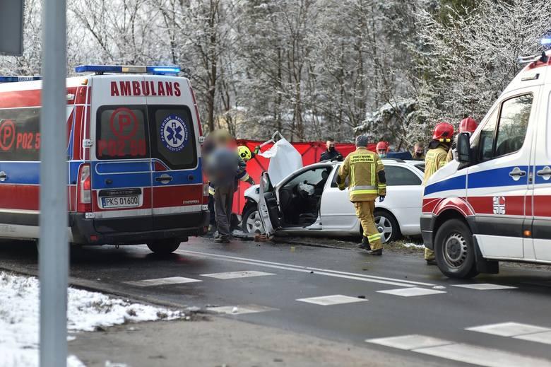 Na miejsce wezwano karetki między innymi ze Wschowy i Kościana. Wezwano też śmigłowiec LPR. Poszkodowanymi zajmowali się strażacy i ratownicy.