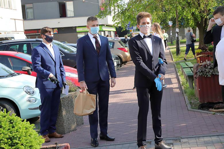 - Podczas egzaminu obowiązują zaostrzone procedury bezpieczeństwa, takie jak na trwających maturach – podkreśla Marek Szymański, dyrektor Okręgowej Komisji