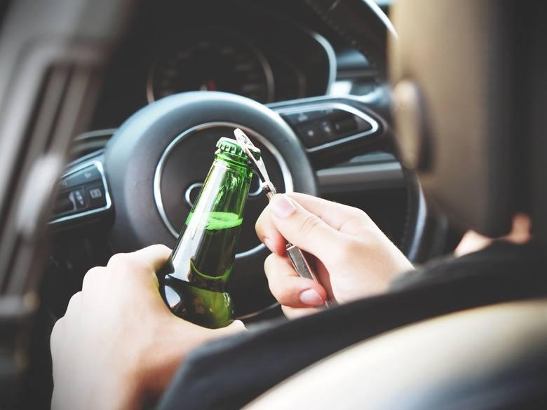 Bycie kierowcą to wielka odpowiedzialność. Częste kontrole Policji mają zwrócić szczególną uwagę na przepisy ruchu drogowego, ponieważ ich stosowanie