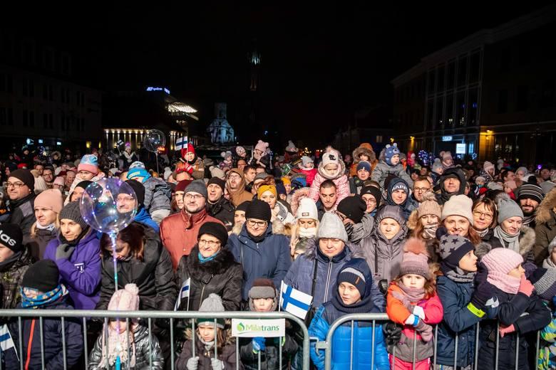 Już po raz siódmy Święty Mikołaj z Rovaniemi w Finlandii odwiedził Białystok. Na Rynku Kościuszki spotkał się z setkami dzieci oraz z ich rodzicami.