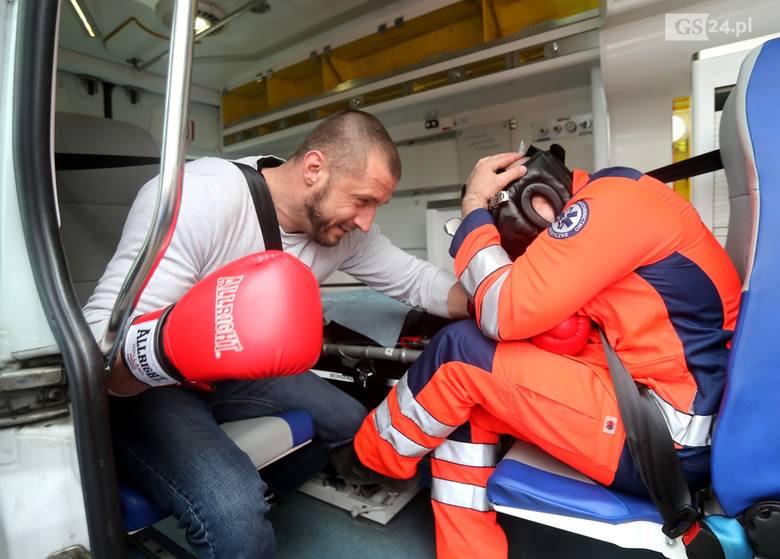 Ratownicy w Szczecinie uczyli się samoobrony.